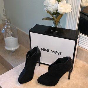 LIKE NEW Nine West Black Suede Stiletto Booties 🖤
